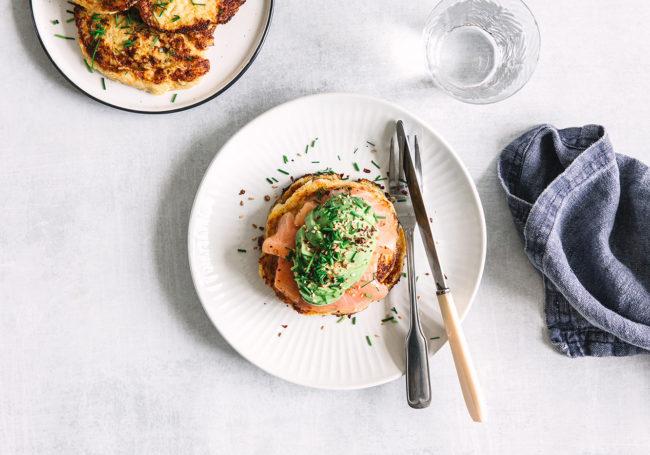 kartoffelrøsti med FiberHusk - laks og avokado topping