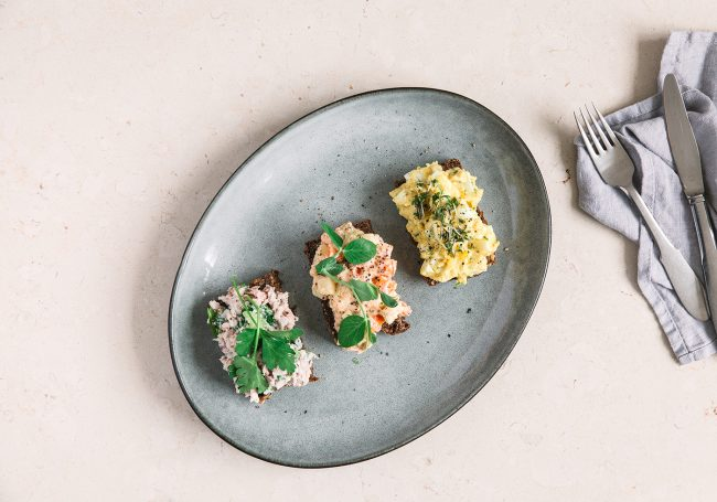 Smørrebrød: Tunsalat, Gulerodssalat og Æggesalat